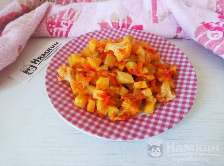 Овощное рагу из молодых кабачков, цветной капусты и картофеля