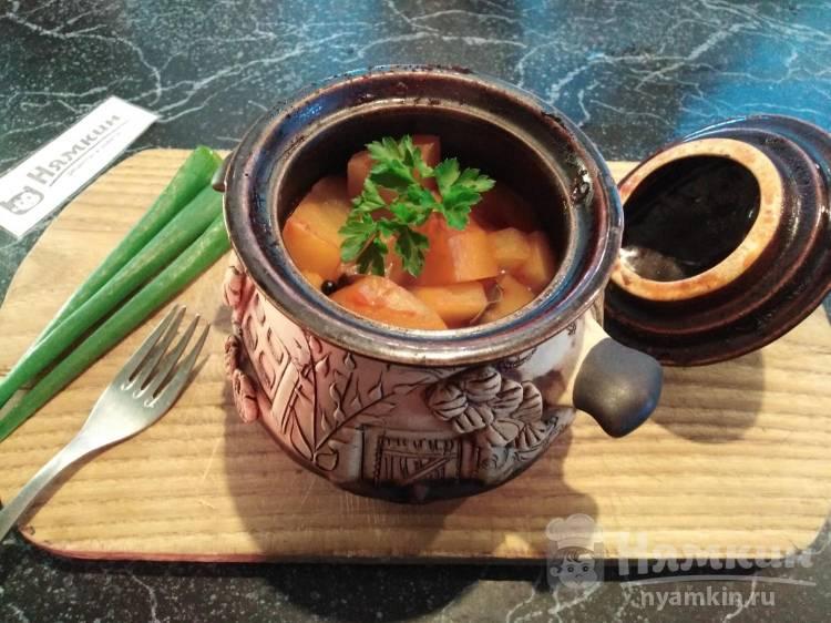 Копчёные рёбра с картошкой и овощами в горшочках