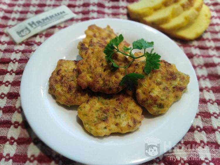 Рубленные куриные котлеты с морковью, крахмалом и сметаной: мягкие и нежные