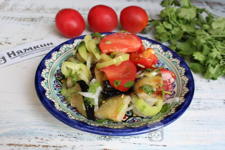 Салат из баклажанов, помидоров и болгарского перца