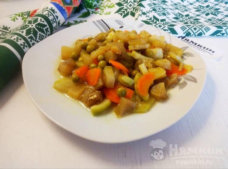 Овощной гарнир из кабачков, баклажанов и зеленого горошка к мясу или рыбе