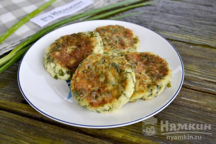 Сырники с укропом и зеленым луком на сковороде