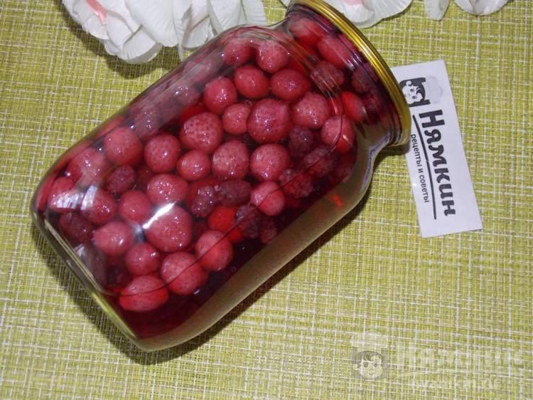 Компот из шелковицы с клубникой на зиму (без стерилизации)