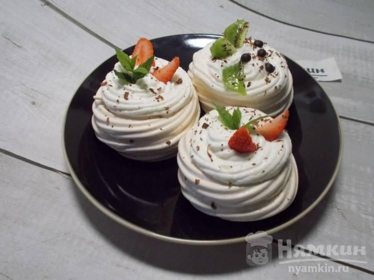 Пирожное Павлова со сливочным кремом