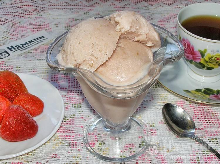 Сливочное мороженое с клубникой