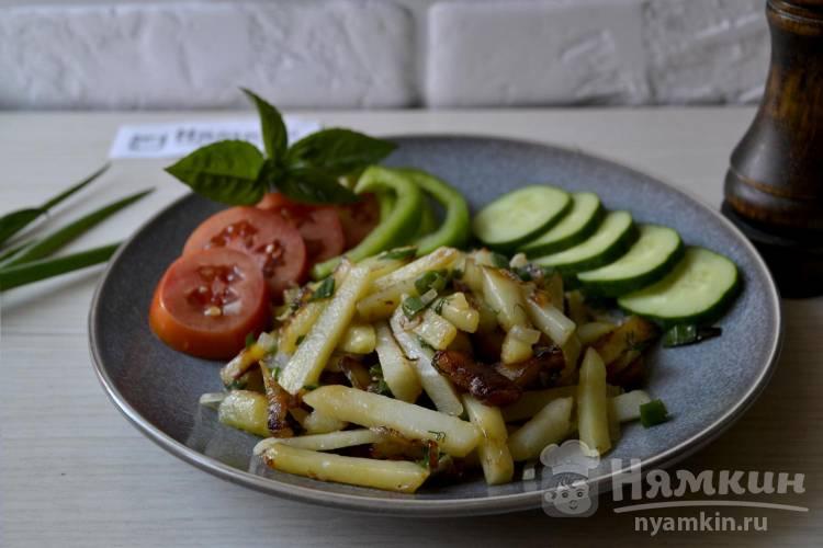 Картошка жареная на свином сале с луком