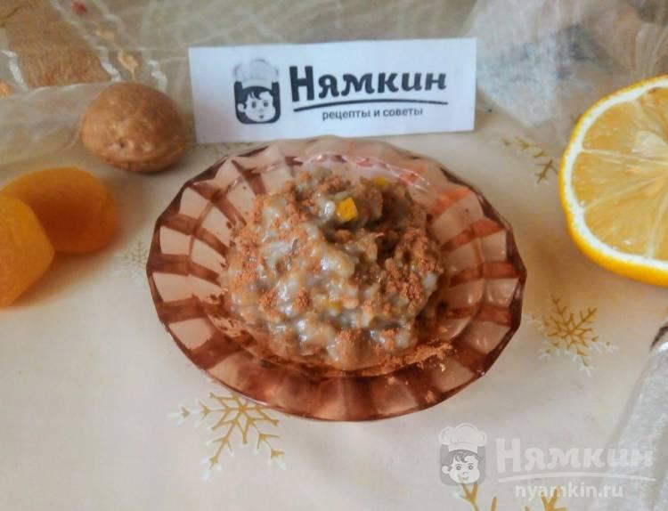 Витаминная смесь из кураги, орехов и лимона с медом