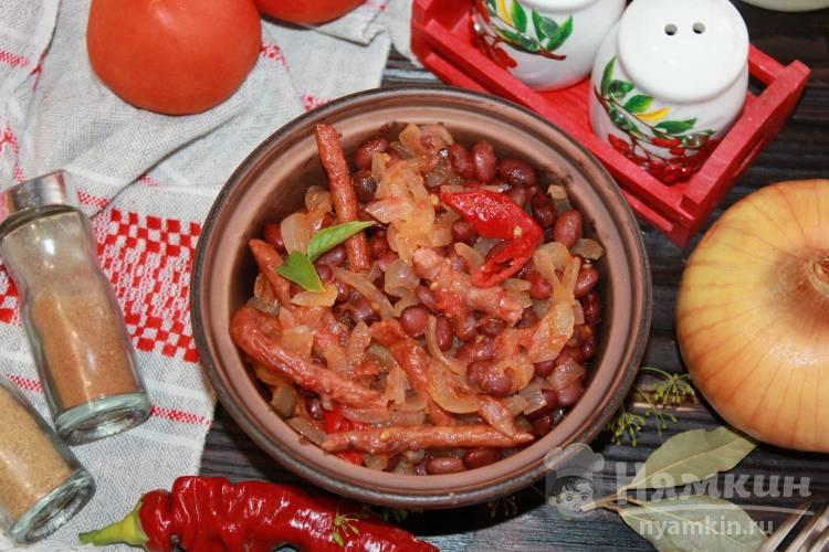 Сербский пребранац из красной фасоли и копченых колбасок