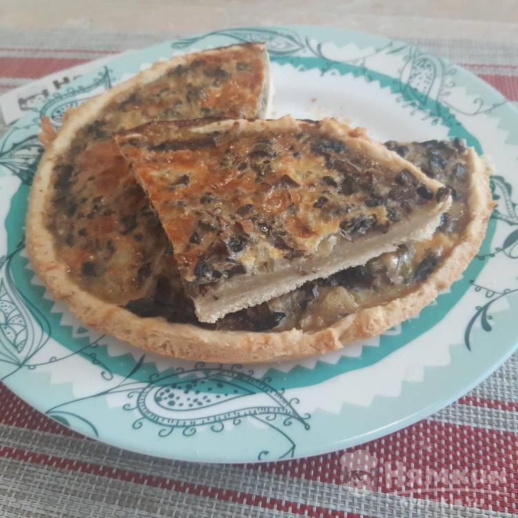 Открытый пирог с грибами и луком в духовке