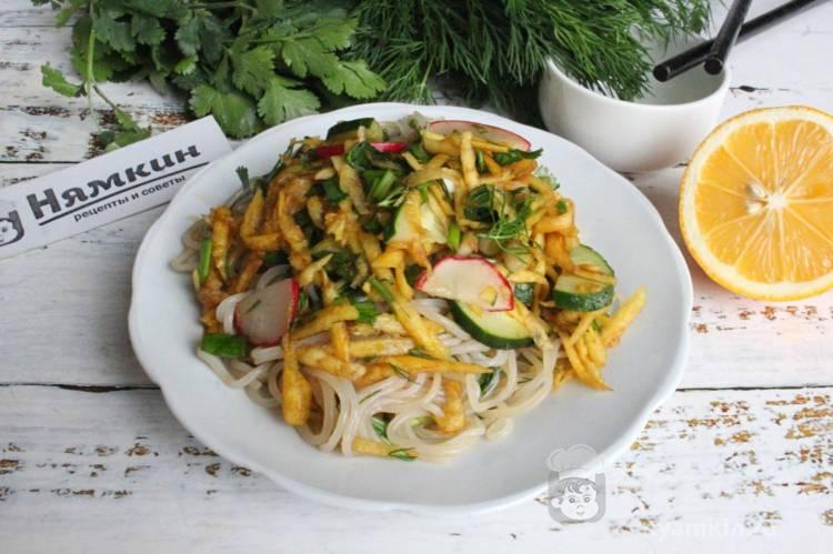 Весенний салат из овощей и фунчозы