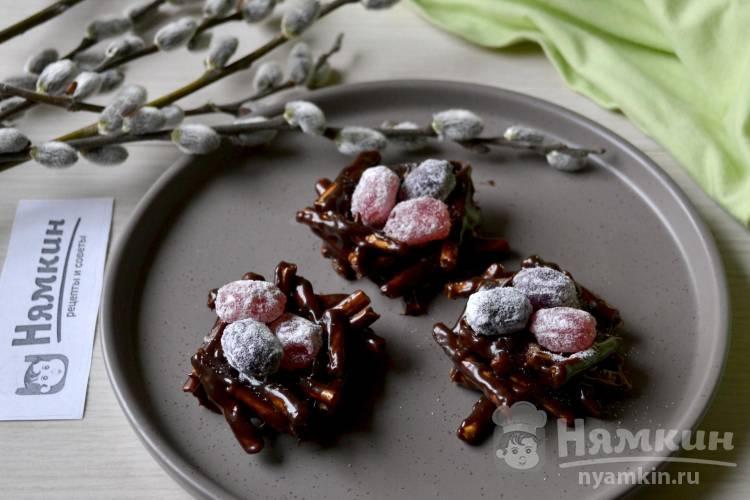 Украшение на Пасху сладкие гнездышки из соломки