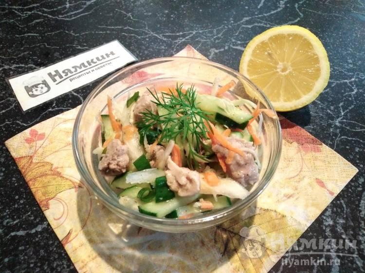 Очень вкусный салат из капусты с печенью трески и лимоном