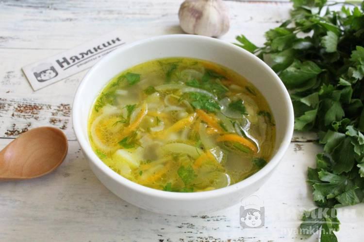 Постный овощной суп с зеленым горошком и чесноком