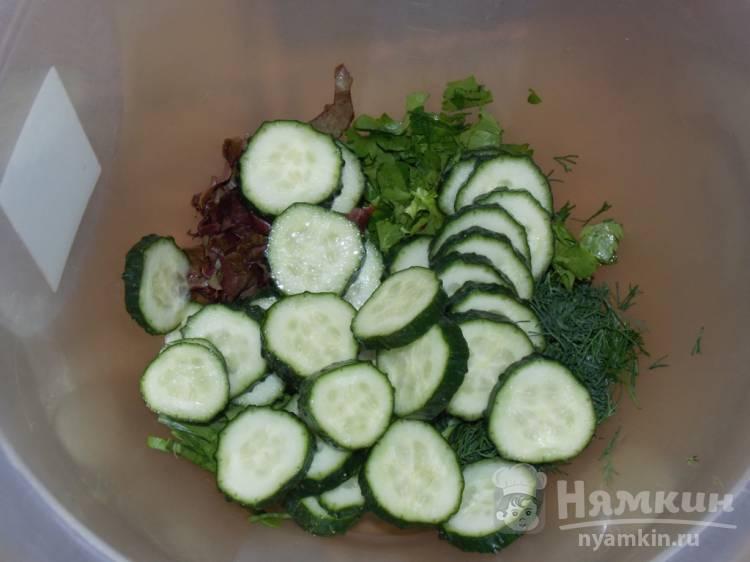 Овощной салат с зеленью и соевым соусом - фото шаг 2