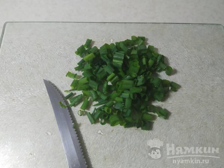 Картошка с зелёным луком жареная на жире - фото шаг 2