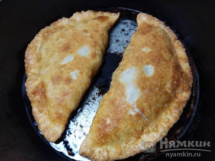 Чебуреки с мясом и картофелем - фото шаг 5